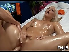 Teen playgirl gives up the fist to her rubber