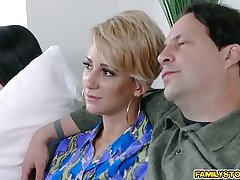 Cam whore Raven Reign doggystyle fuck wide of step daddy!